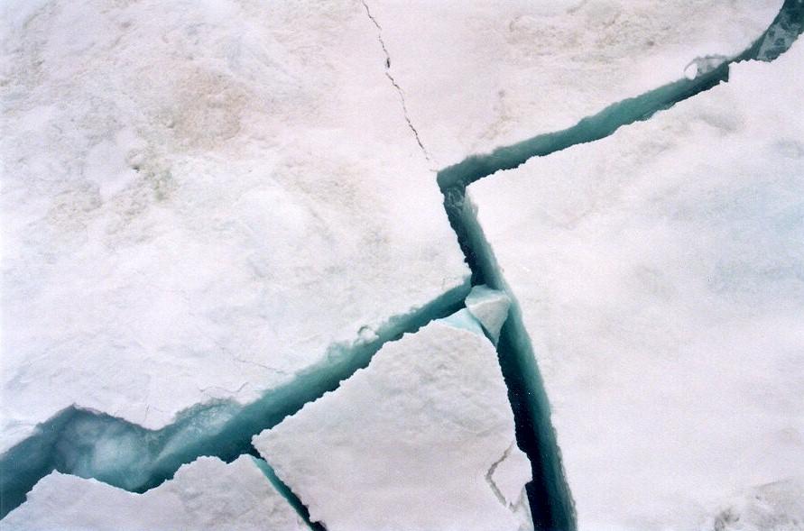 Трещины во льду картинки